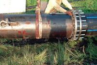 Крепление пневмомолота к полиэтиленовой трубе при использовании вместе с установкой ГНБ